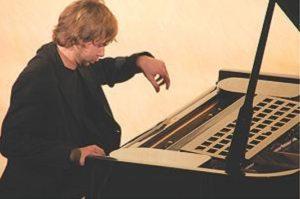 «Музыка как наслаждение» (Рецензия на вечер фортепианной музыки В. Кожухина)